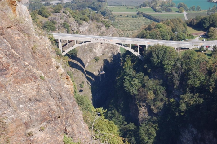 Extreem jacuzzi aan een brug